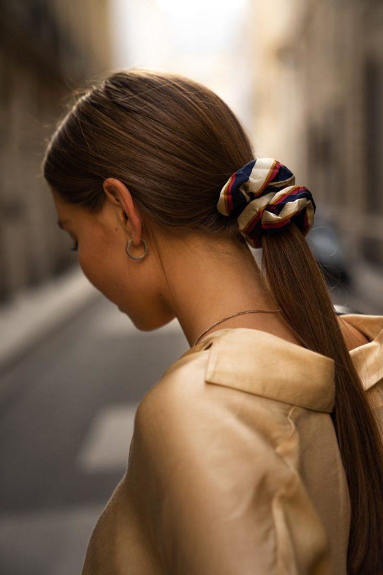 W jaki sposób działa henna podczas farbowania włosów