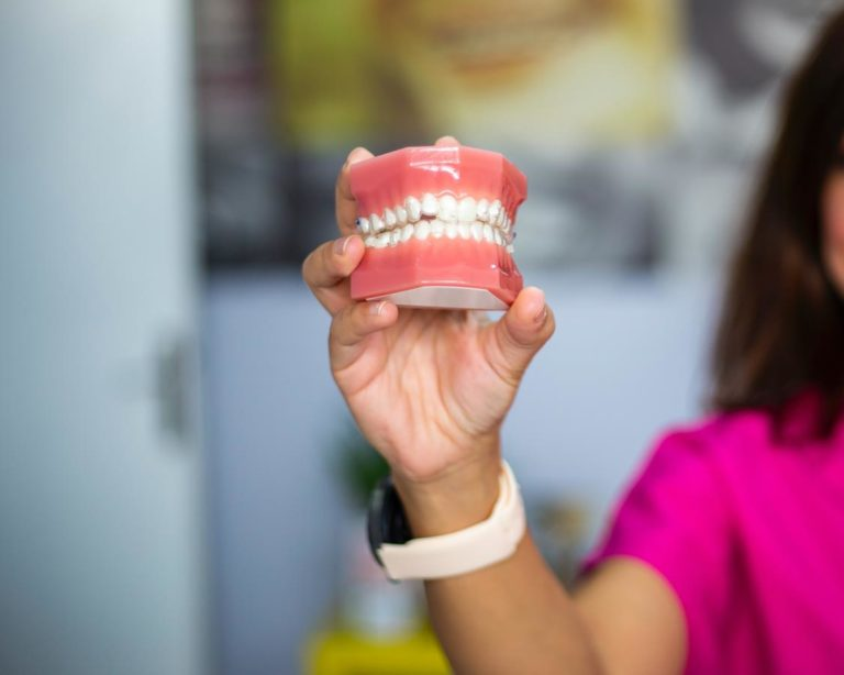 Skuteczne usługi oferowane w nowoczesnych gabinetach dentystycznych